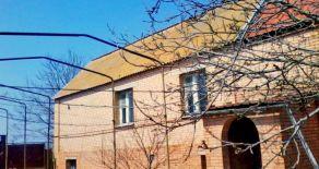 Просторный дом с цокольным этажом в Бердянске